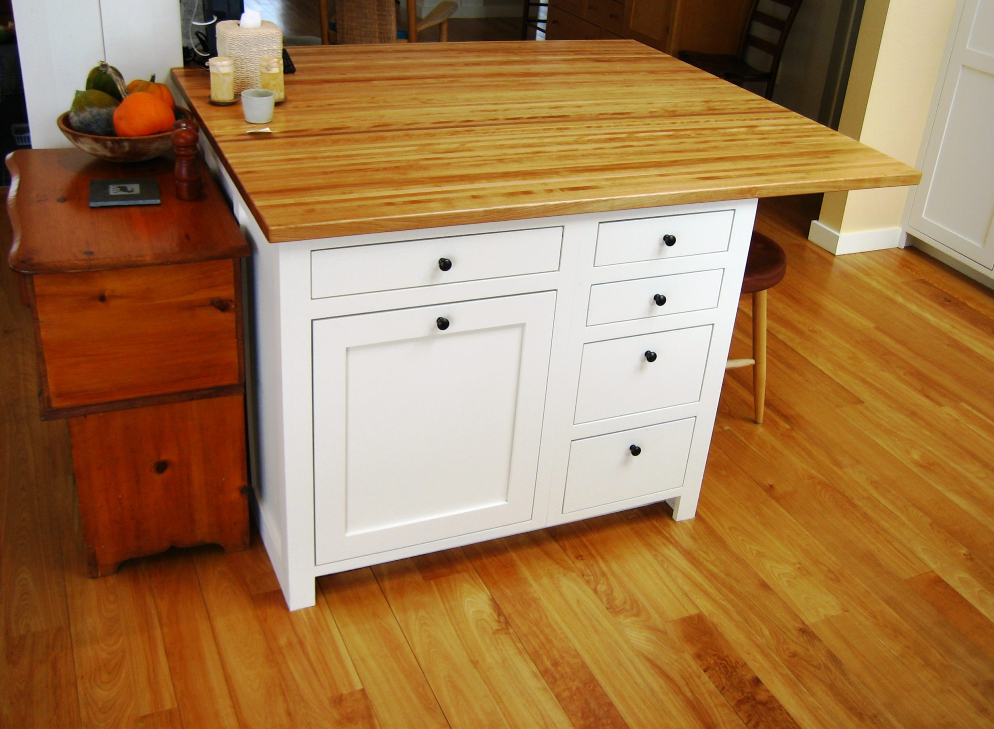Maine cabinet makers mf cabinets for Kitchen cabinet makers